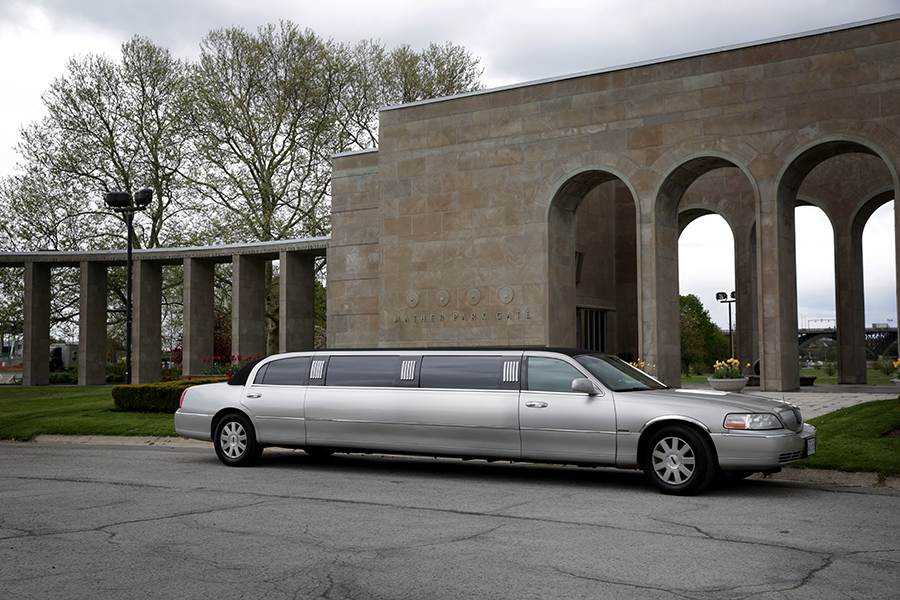 Silver - 10 Person Limousine